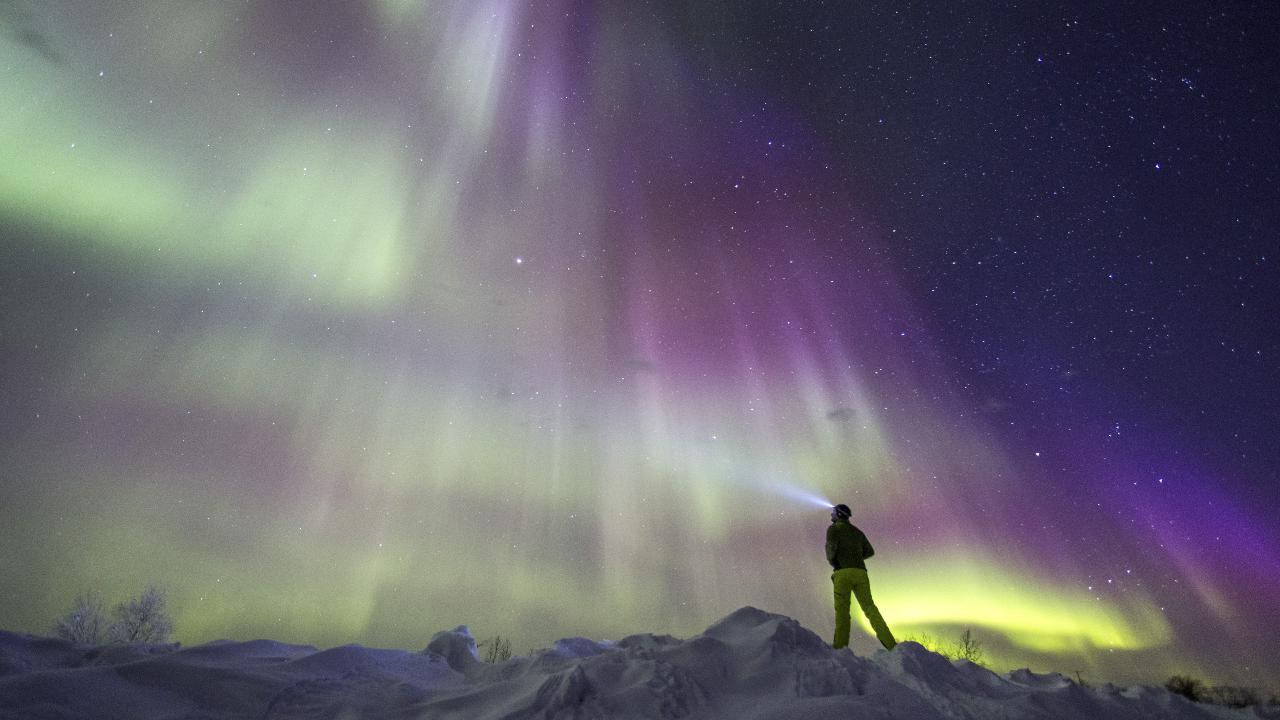 VIDÉO - Profession : chasseurs d'aurores boréales en Laponie