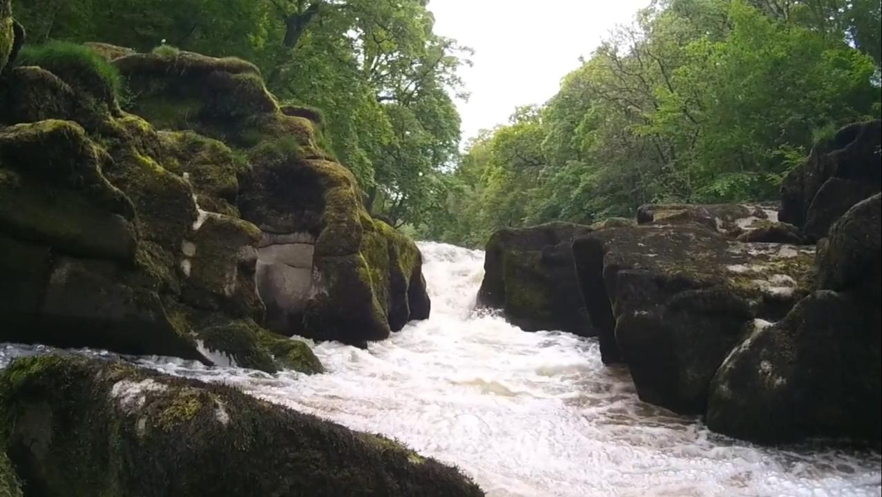 VIDÉO - Découvrez un des cours d'eau les plus dangereux au monde